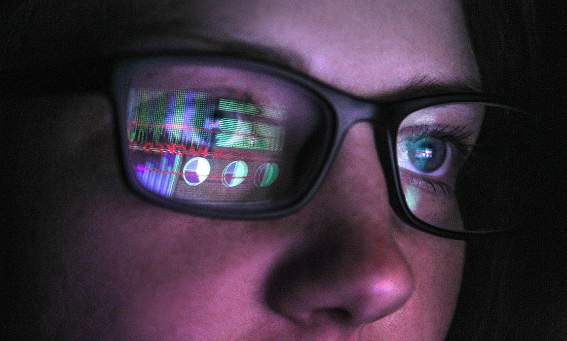 Blog Image_Augmented Analytics_Brand-Woman-Glasses-Reflection